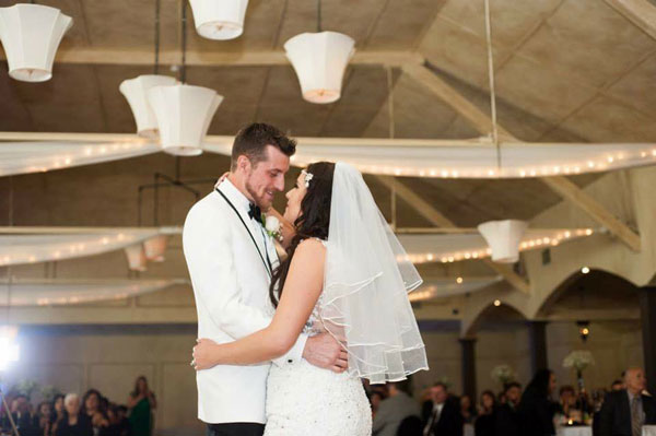 A Wedding By The Lake With Black Amp White Details In Oshawa Ontario Todaysbride Ca