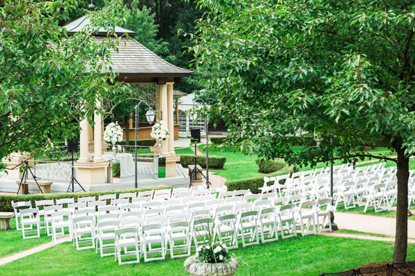 A Whimsical Outdoor Wedding With Soft Pastel Details In Woodbridge Ontario Todaysbride Ca